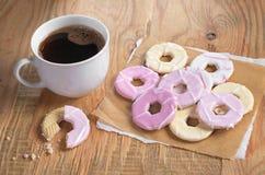 咖啡和曲奇饼与结冰 免版税库存照片