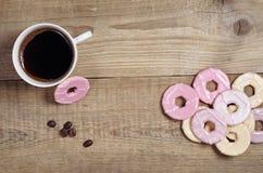 咖啡和曲奇饼与结冰 免版税图库摄影
