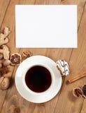 咖啡和曲奇饼在木背景、香料和装饰,空白纸文本的,顶视图,减速火箭的样式 库存照片