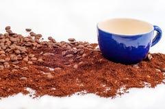 咖啡和杯子 免版税图库摄影