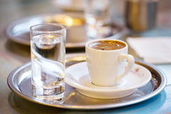咖啡和杯水 库存照片