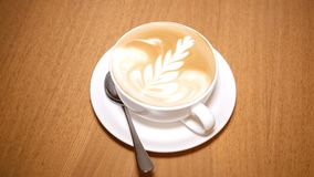 咖啡和泡沫在热奶咖啡 影视素材