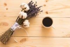 咖啡和淡紫色 免版税库存图片