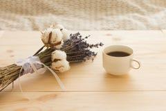 咖啡和淡紫色 图库摄影