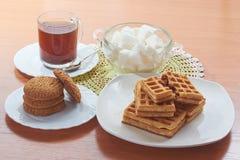 咖啡和糖薄酥饼的曲奇饼  免版税图库摄影