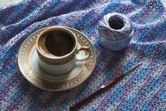 咖啡和编织 Microfiber螺纹 一个断裂的概念在工作的 库存图片
