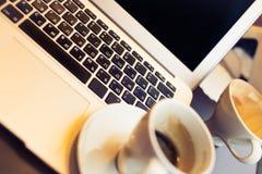咖啡和膝上型计算机 库存图片