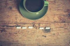 咖啡和药片 免版税库存照片