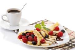 咖啡和薄煎饼用莓果 库存图片