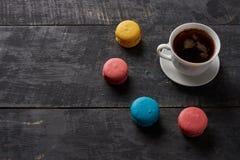 咖啡和蛋白杏仁饼干太阳  免版税库存照片