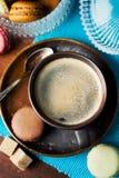 咖啡和蛋白杏仁饼干 库存图片