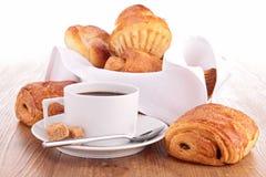 咖啡和酥皮点心 免版税库存图片