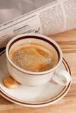 咖啡和财务报纸 免版税库存图片