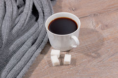 咖啡和围巾 免版税库存照片