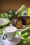 咖啡和Bundt蛋糕 免版税图库摄影