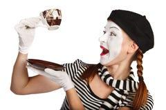 咖啡喜剧演员饮用的笑剧 免版税库存图片
