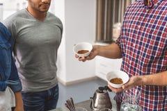 咖啡因专家的有趣的工作 免版税图库摄影