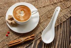 咖啡在一个木板的 免版税库存图片