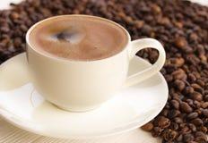 咖啡在一个木老委员会的 免版税库存照片
