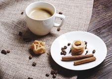 咖啡在一张木表的 库存照片