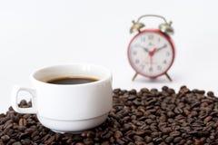 咖啡在咖啡豆的 库存图片