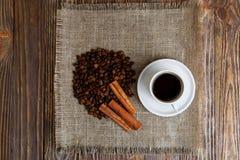 咖啡在堆的咖啡豆 免版税库存图片