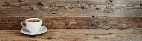 咖啡在木背景的 免版税库存图片