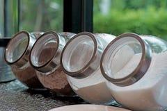 咖啡在瓶子的盛奶油小壶糖 免版税图库摄影