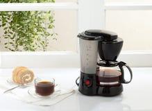 咖啡壶和锅炉设备 免版税库存照片