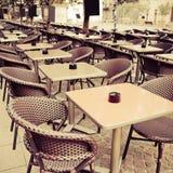 咖啡大阳台的街道视图 库存照片