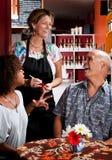 咖啡夫妇采取妇女的家庭订货 免版税库存图片