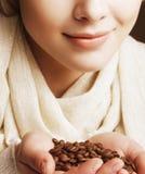 咖啡女孩递暂挂 免版税库存图片