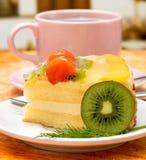 咖啡奶油蛋糕表明脱咖啡因咖啡茶点和咖啡因 库存图片