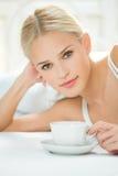 咖啡妇女 免版税图库摄影
