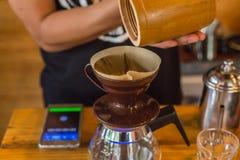 滴水咖啡展示  选择聚焦 免版税库存照片