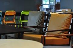 咖啡店的内部和装饰,咖啡馆 免版税图库摄影