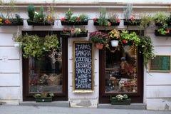 咖啡店窗口在萨格勒布 库存图片