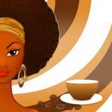 咖啡抽象背景的美丽的成熟黑人妇女  免版税库存照片