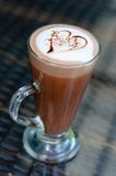 咖啡拿铁心脏 库存照片