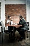咖啡日期辩论 库存照片
