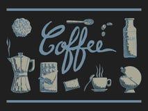 咖啡时间Ustensils与杯子饼干匙子咖啡壶和糖的在黑暗的背景 免版税图库摄影