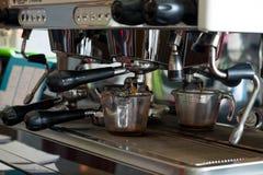 咖啡机器准备咖啡 库存图片