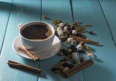 咖啡杯例证抽烟的向量 库存图片