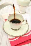 咖啡杯倾吐减速火箭 免版税库存照片