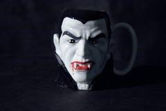 咖啡杯吸血鬼 库存照片