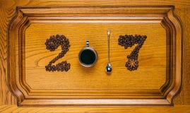从2017年咖啡杯和匙子的图 免版税库存照片