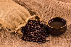 咖啡杯和咖啡豆 图库摄影