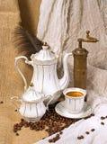 咖啡杯和咖啡豆 免版税库存图片