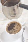 咖啡杯和罐 库存图片