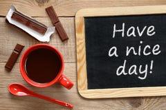 咖啡杯和黑板 免版税库存图片